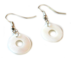 White circle earrings in shell-0