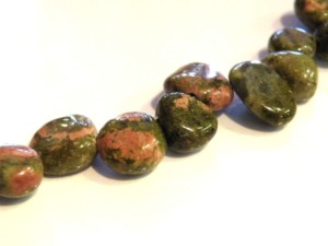 Unakite, side-drilled chips. 40cm-0