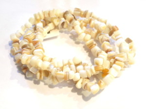 Mother of pearl chip string, cream 79cm long.-0