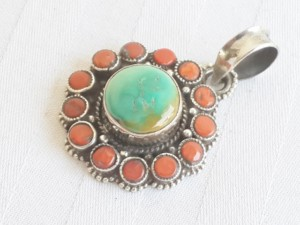 Turquoise and coral round flower shaped pendant in 925 silver 27mm