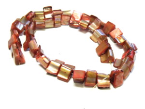 Shell string cubes pink/red 38cm long.
