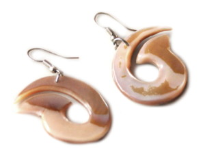 Vortex design earring pair in shell, 52mm