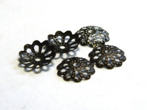 20x Gunmetal flower pattern beadcap, 8mm-0