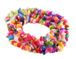 Ass. colors shell chip string, 6-10mm, 80cm