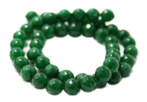 Emerald colored Jadeite bead string, round, faceted, 8mm, 40cm